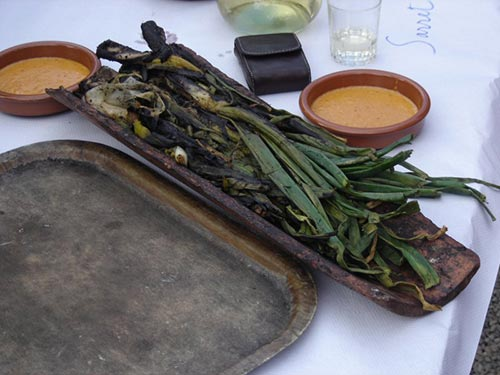 What to eat in Barcelona? : Calçots amb Romesco - PCG Barcelona